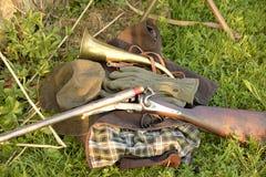 Εξοπλισμός κυνηγιού και εκλεκτής ποιότητας hunging τουφέκι Στοκ εικόνες με δικαίωμα ελεύθερης χρήσης