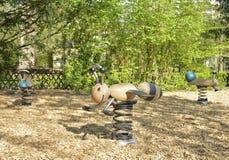 Εξοπλισμός παιδικών χαρών άνοιξη στο πάρκο Στοκ Εικόνες