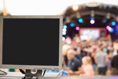 Εξοπλισμός ήχου και φωτισμού σε μια υπαίθρια συναυλία φεστιβάλ στοκ εικόνες με δικαίωμα ελεύθερης χρήσης