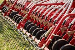Εξοπλισμός αγροτικών μηχανημάτων τσουγκρανών σανού Στοκ Εικόνες