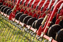 Εξοπλισμός αγροτικών μηχανημάτων τσουγκρανών σανού Στοκ Φωτογραφίες