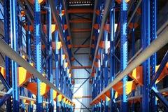 Εξοπλισμός για τα ράφια αποθηκών εμπορευμάτων, ράφια Στοκ φωτογραφία με δικαίωμα ελεύθερης χρήσης