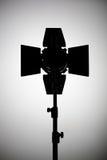 Εξοπλισμός για τα στούντιο φωτογραφιών και τη φωτογραφία μόδας Μαύρο silh Στοκ Εικόνες