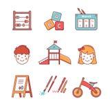 Εξοπλισμός εκπαίδευσης παιδικών σταθμών Κορίτσι και αγόρι Στοκ Φωτογραφίες