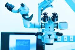 Εξοπλισμός και ιατρικές συσκευές στο σύγχρονο λειτουργούν δωμάτιο Στοκ Εικόνες