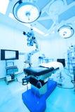 Εξοπλισμός και ιατρικές συσκευές στο σύγχρονο λειτουργούν δωμάτιο Στοκ Φωτογραφία