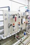 Εξοπλισμός πίνακα ελέγχου στη βιομηχανία φαρμάκων Στοκ φωτογραφίες με δικαίωμα ελεύθερης χρήσης