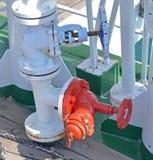 Εξοπλισμός προσβολής του πυρός στομίων υδροληψίας στοκ φωτογραφία με δικαίωμα ελεύθερης χρήσης