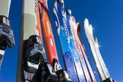Εξοπλισμός σκι στο κέντρο σκι Falakro, στην Ελλάδα Οι επισκέπτες μπορούν ren Στοκ Φωτογραφίες