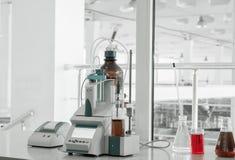 Εξοπλισμός στο βιομηχανικό εργαστήριο Στοκ Εικόνα