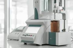 Εξοπλισμός στο βιομηχανικό εργαστήριο Στοκ εικόνα με δικαίωμα ελεύθερης χρήσης