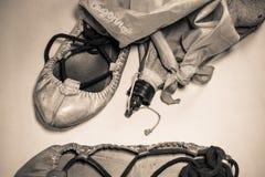 Εξοπλισμός φεστιβάλ μουσικής de bayonne Fetes - χορεύοντας παπούτσια και εξαρτήματα στη σέπια Στοκ Εικόνα