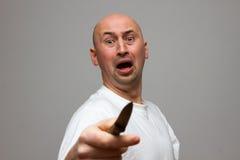 Εξοργισμένο άτομο με το μαχαίρι Στοκ εικόνες με δικαίωμα ελεύθερης χρήσης