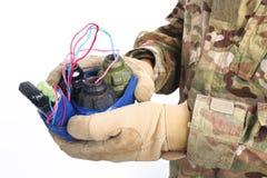 εξουδετερωμένος αυτοσχεδιασμένος εκρηκτικός μηχανισμός (IED) υπό εξέταση στοκ εικόνες με δικαίωμα ελεύθερης χρήσης