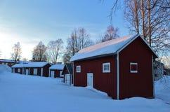 Εξοχικά σπίτια εκκλησιών RÃ¥neÃ¥s στα χειμερινά παλτά Στοκ φωτογραφίες με δικαίωμα ελεύθερης χρήσης