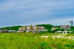 Εξοχικά σπίτια κατά μήκος της παραλίας στον κώδικα ακρωτηρίων Provincetown Στοκ φωτογραφία με δικαίωμα ελεύθερης χρήσης
