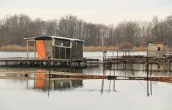 Εξοχικά σπίτια μετα-Apo στη λίμνη Στοκ φωτογραφία με δικαίωμα ελεύθερης χρήσης