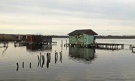 Εξοχικά σπίτια μετα-Apo στη λίμνη Στοκ Εικόνα