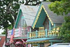 Εξοχικά σπίτια μελοψωμάτων, αμπελώνας της Martha ` s, μΑ, ΗΠΑ στοκ εικόνες