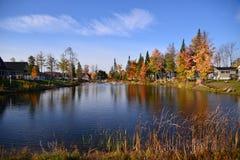 Εξοχικά σπίτια στη λίμνη Στοκ Εικόνες
