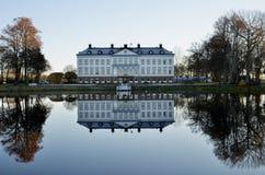 Εξοχικά σπίτια όχθεων της λίμνης Στοκ Εικόνες