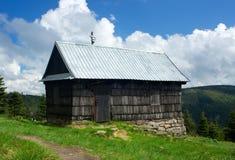 Εξοχικό σπίτι βουνών στοκ εικόνες