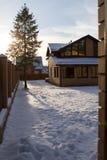 Εξοχικό σπίτι εξοχικών σπιτιών το χειμώνα Στοκ εικόνα με δικαίωμα ελεύθερης χρήσης
