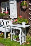 Εξοχικό σπίτι κήπων το καλοκαίρι Στοκ φωτογραφία με δικαίωμα ελεύθερης χρήσης
