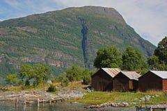 Εξοχικό σπίτι κοντά στο φιορδ Στοκ εικόνες με δικαίωμα ελεύθερης χρήσης