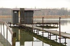 Εξοχικό σπίτι μετα-Apo στη λίμνη Στοκ φωτογραφίες με δικαίωμα ελεύθερης χρήσης