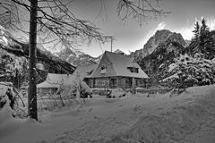 Εξοχικό σπίτι στα βουνά Tatra Στοκ Φωτογραφίες