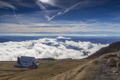 Εξοχικό σπίτι στο βουνό. στοκ φωτογραφίες