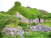 Εξοχικό σπίτι Thatched σε Inis Mor Στοκ φωτογραφίες με δικαίωμα ελεύθερης χρήσης