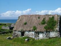 Εξοχικό σπίτι Thatched σε Inis Mor Στοκ Εικόνες