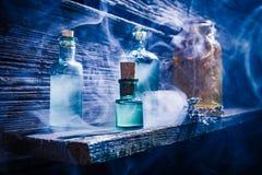 Εξοχικό σπίτι Witcher με την μπλε μαγική φίλτρο για αποκριές στοκ εικόνες με δικαίωμα ελεύθερης χρήσης
