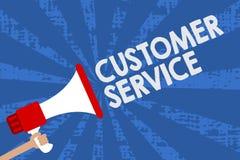 Εξυπηρέτηση πελατών κειμένων γραφής Έννοια που σημαίνει τη διαδικασία ικανοποίηση πελατών με megaphone εκμετάλλευσης ατόμων προϊό απεικόνιση αποθεμάτων