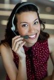 Εξυπηρέτηση πελατών που μιλά στην κάσκα στην αρχή Στοκ εικόνες με δικαίωμα ελεύθερης χρήσης