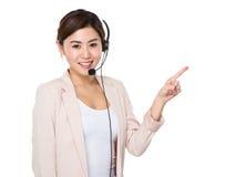 Εξυπηρετήσεις πελατών αντιπροσωπευτικές με το δάχτυλο επάνω Στοκ Φωτογραφίες