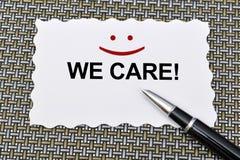 Εξυπηρετήσεις πελατών φροντίζουμε με ένα σημάδι χαμόγελου Στοκ Φωτογραφία