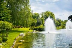 εξωραϊσμός κήπων μονοπάτι κήπων Όμορφη πλάτη Στοκ εικόνα με δικαίωμα ελεύθερης χρήσης