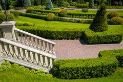 εξωραϊσμός κήπων μονοπάτι κήπων Όμορφη πλάτη Στοκ Φωτογραφίες