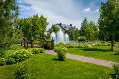 εξωραϊσμός κήπων μονοπάτι κήπων Όμορφη πλάτη Στοκ Φωτογραφία