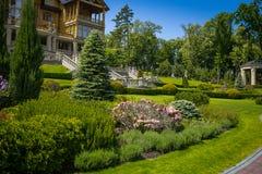 εξωραϊσμός κήπων μονοπάτι κήπων Όμορφη πλάτη Στοκ Εικόνες