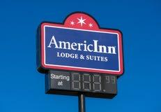 Εξωτερικά σημάδι και λογότυπο AmericInn Στοκ Φωτογραφία