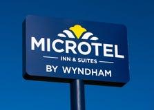 Εξωτερικά σημάδι και λογότυπο Microtel Στοκ φωτογραφία με δικαίωμα ελεύθερης χρήσης
