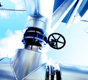 Εξωτερικά σωληνώσεις και καλώδια χάλυβα στους μπλε τόνους Στοκ φωτογραφία με δικαίωμα ελεύθερης χρήσης
