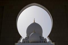 Μεγάλο μουσουλμανικό τέμενος Αμπού Νταμπί Στοκ φωτογραφία με δικαίωμα ελεύθερης χρήσης