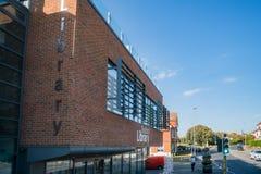 Εξωτερική άποψη απογεύματος της βιβλιοθήκης Seaford Στοκ Φωτογραφία