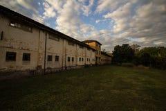 Εξωτερική άποψη ενός παλαιού μεγάρου σε ένα αγρόκτημα στοκ φωτογραφία με δικαίωμα ελεύθερης χρήσης