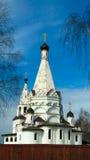 Εξωτερική άποψη στην εκκλησία του Epiphany στο NA Volge, περιοχή Kostromskaya, Ρωσία Krasnoe, στοκ εικόνα